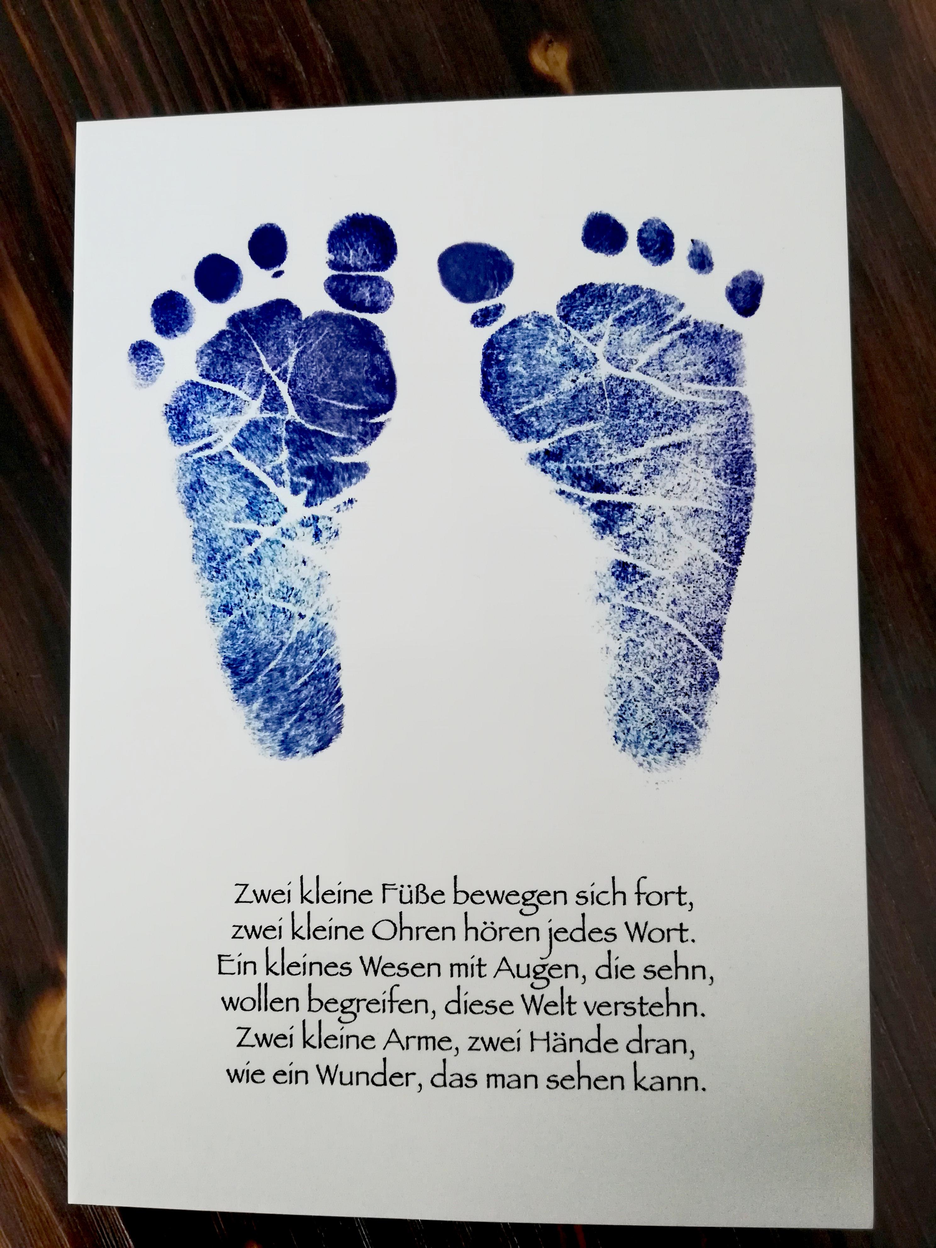 Zwei kleine Füße ...