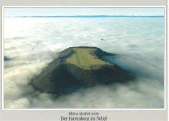 Der Farrenberg im Nebel