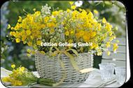 Gelber Frühlingsstrauß im Korb